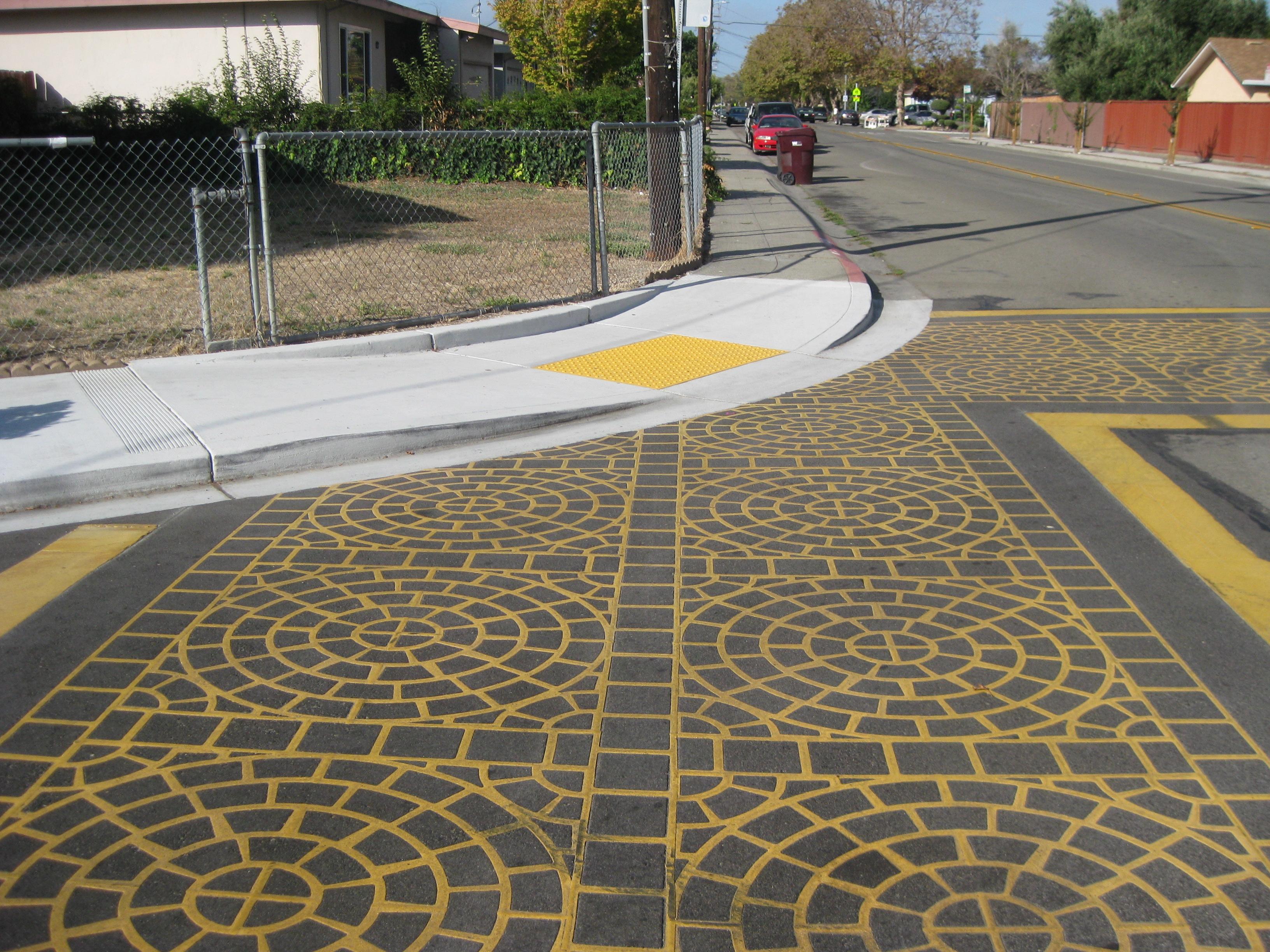 Alameda_Paseo-Grande-Pedestrian-Facilities